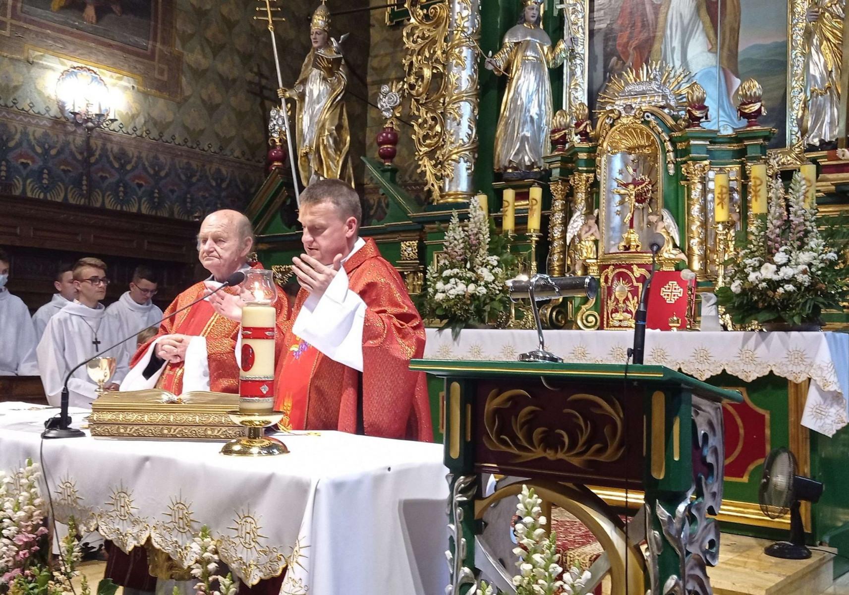 2021.06.29-Jubileusz-15-lecia-sakramentu-Swiecen-kaplanskich-i-imieniny-ks.-Piotra-Pietruszki_2